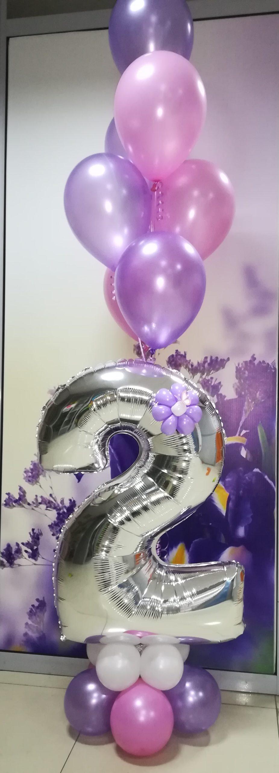 Цифра на подставке с шарами